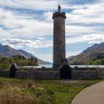 Glenfinnan Monument in groß mittig