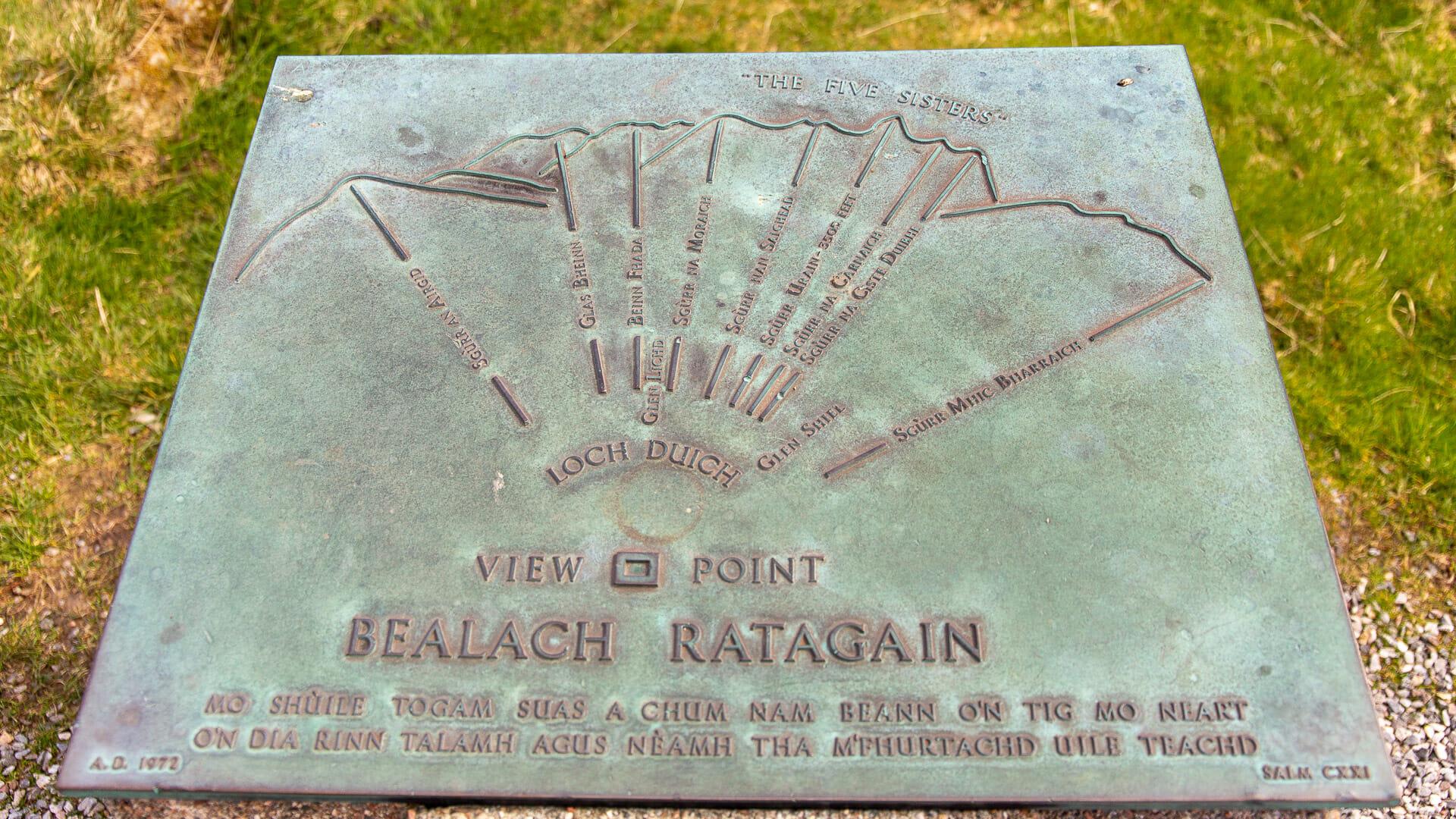 Erklär-Schild am Bealach Ratagain