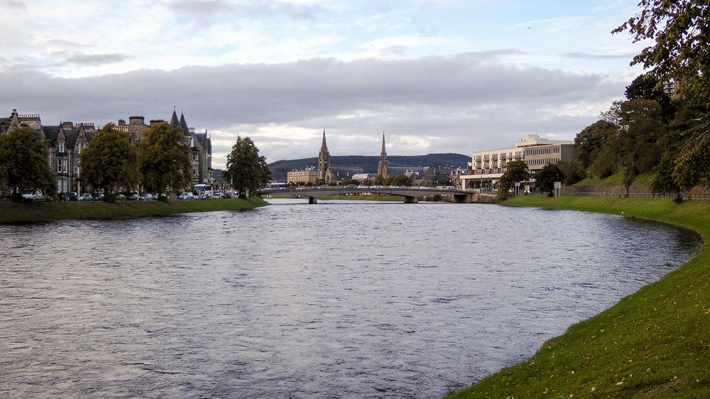 River Ness und die Brücke