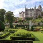Dunrobin Castle von den Gärten aus gesehen