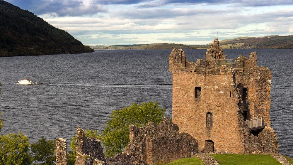 Tower und Loch Ness