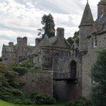 Cawdor Castle Zugbruecke seitlich