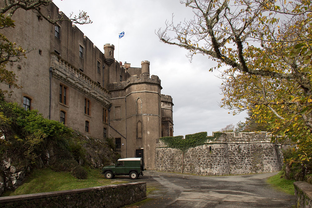 Dunvegan Castle Brücke seitlich