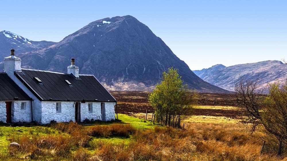 Black Rock Cottage mit Glen Etive im Hintergrund