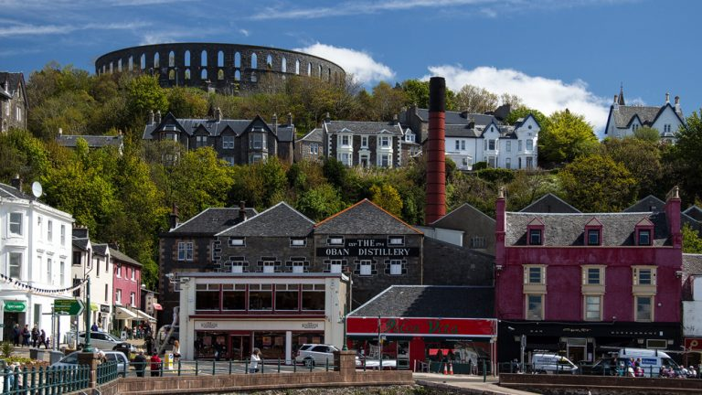 Oban Destillery und McCaigs Tower