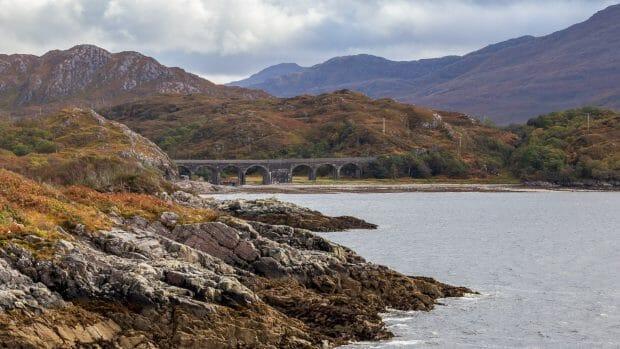 Borrodale Viaduct am Ende von Loch nan Uamh