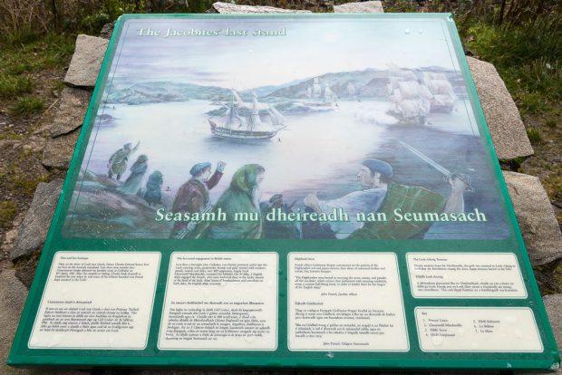 Die Gedenktafel für die Jakobiten am Loch nan Uamh