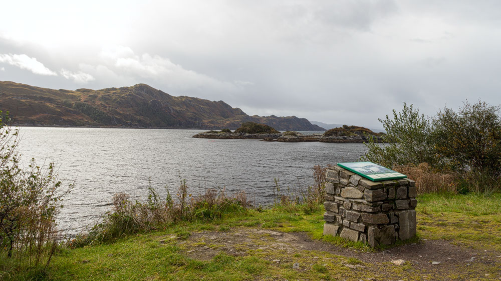 Loch nan Uamh und die Gedenkplakette