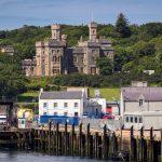 Lews Castle und Hafen