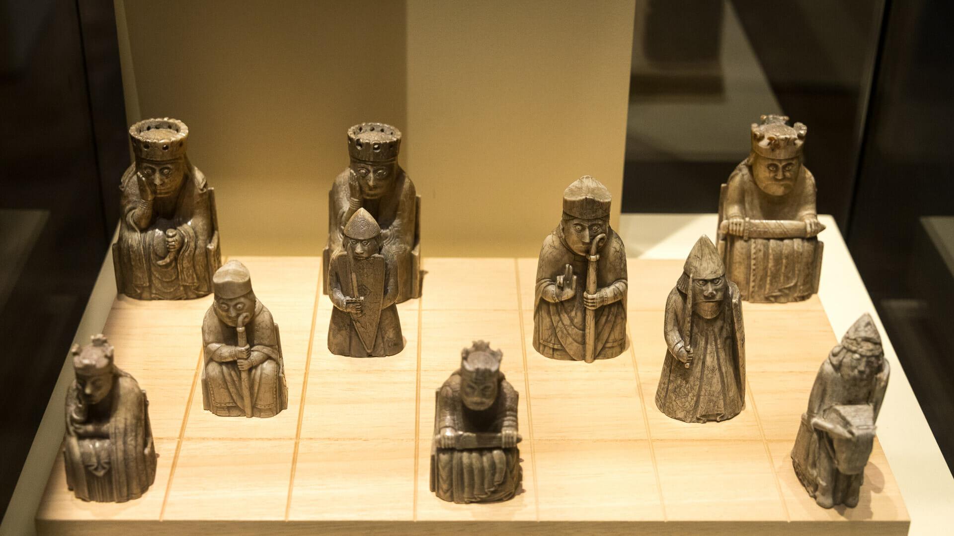 Lewis Chessmen im Schottischen Nationalmuseum