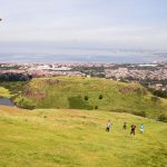 Rugby-Kick am Arthur's Seat 1