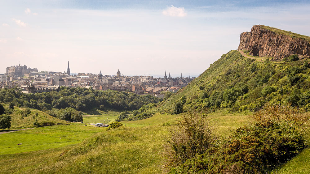 Salisbury Crags und Edinburgh