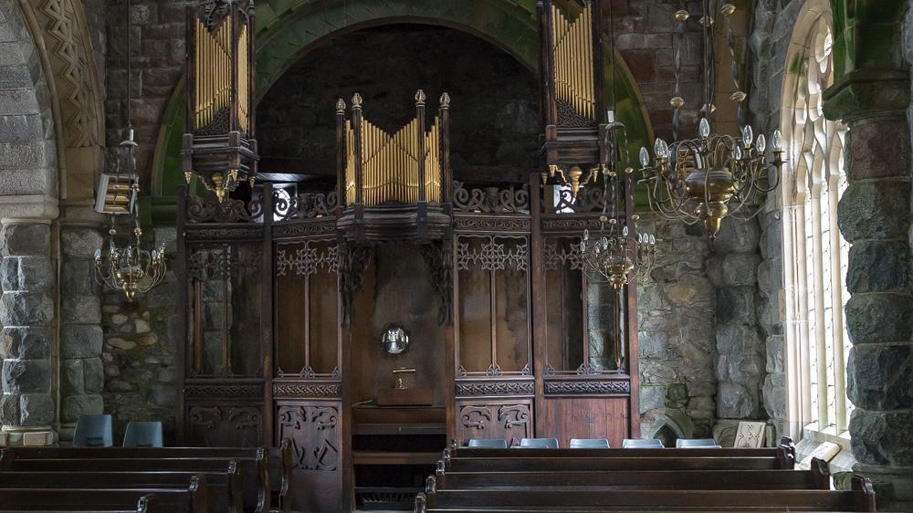 Orgel mit Schnitzerei