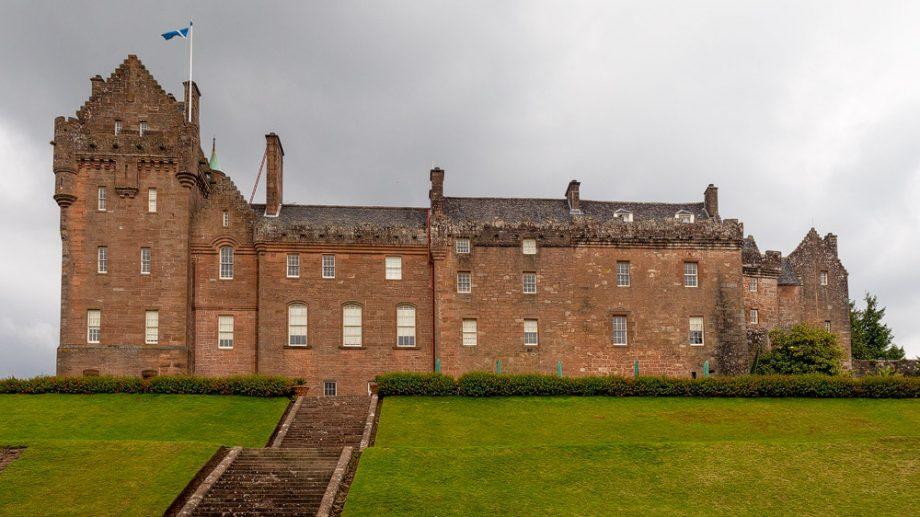 Brodick Castle hinten