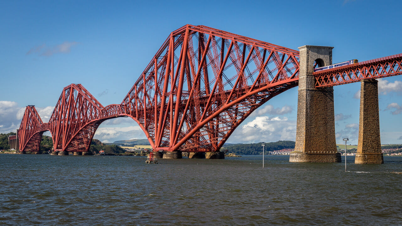 Forth Bridge mit Zug