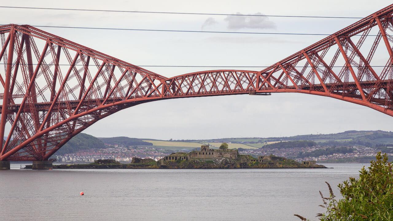 Gerbeträger Forth Bridge, Hintergrund: Inchgarvie
