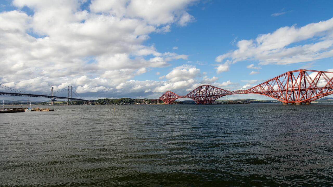 Zwei Forth Bridges