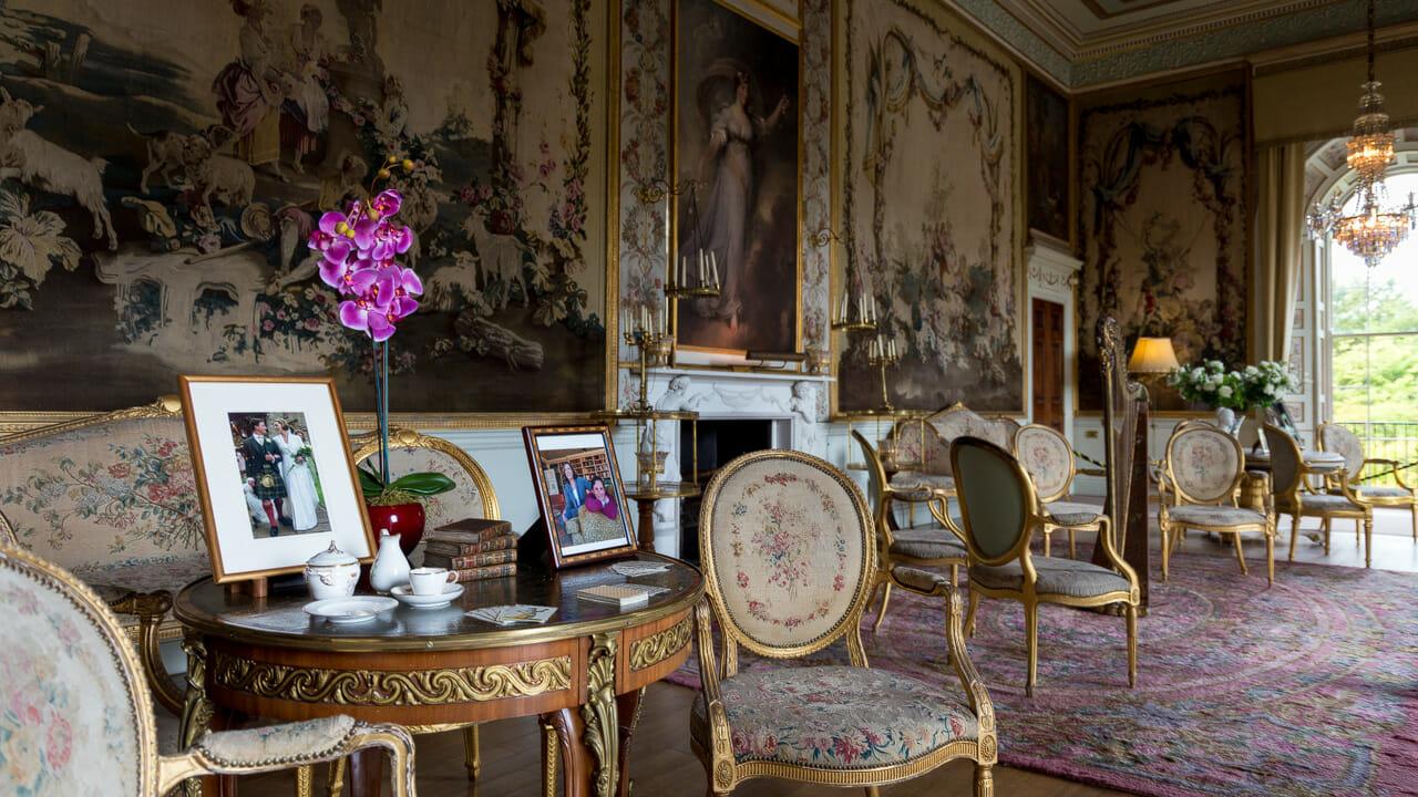 Raum mit Wandteppichen