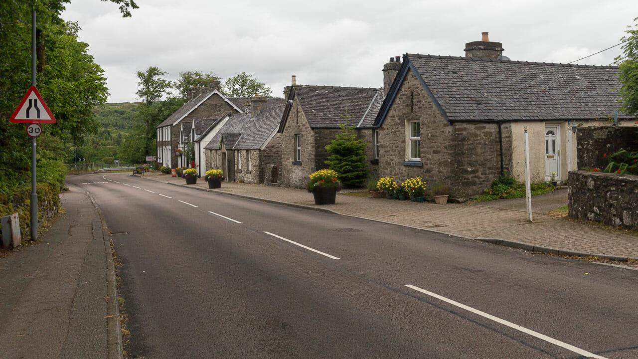 Straße durch Kilmartin