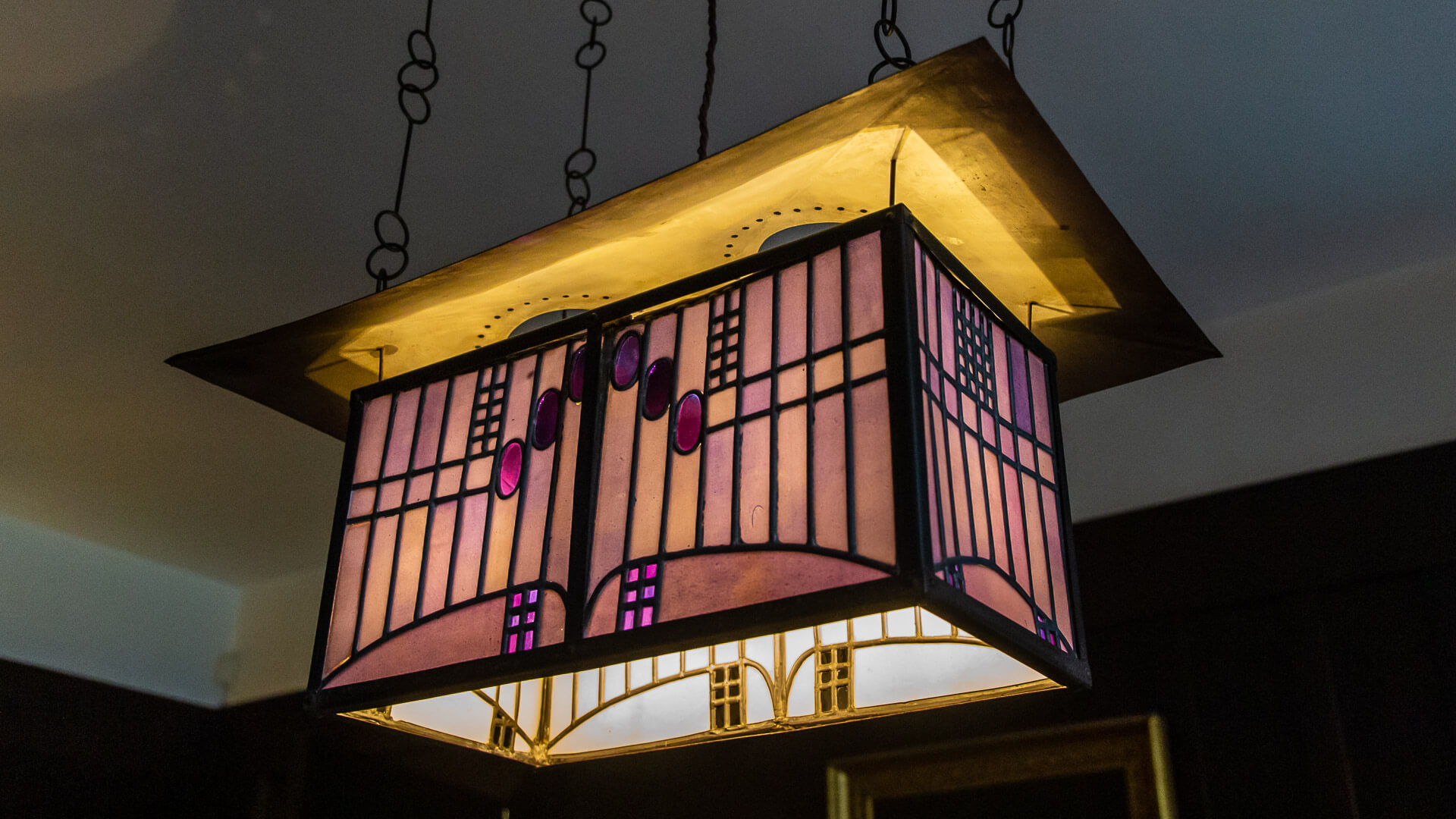 Lampe im Ess-Zimmer des Hill House