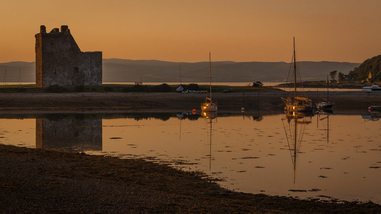 Lochranza Castle im Sonnenuntergang
