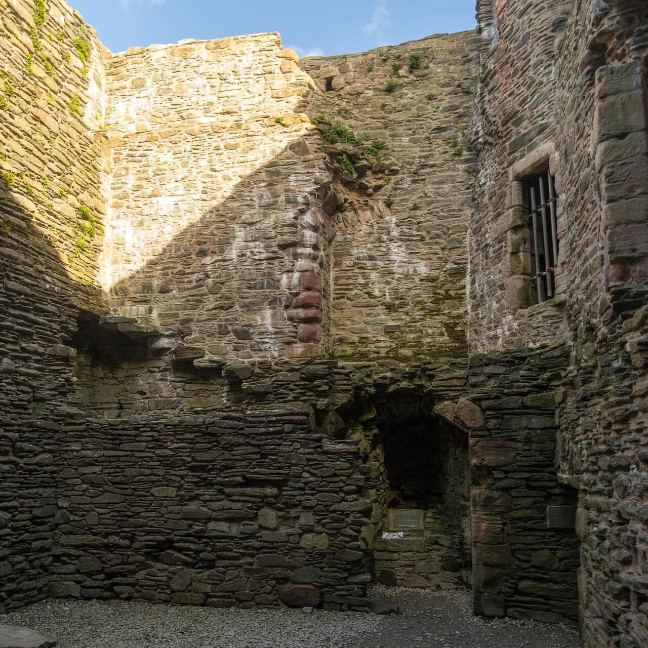 Lochranza Castle innen