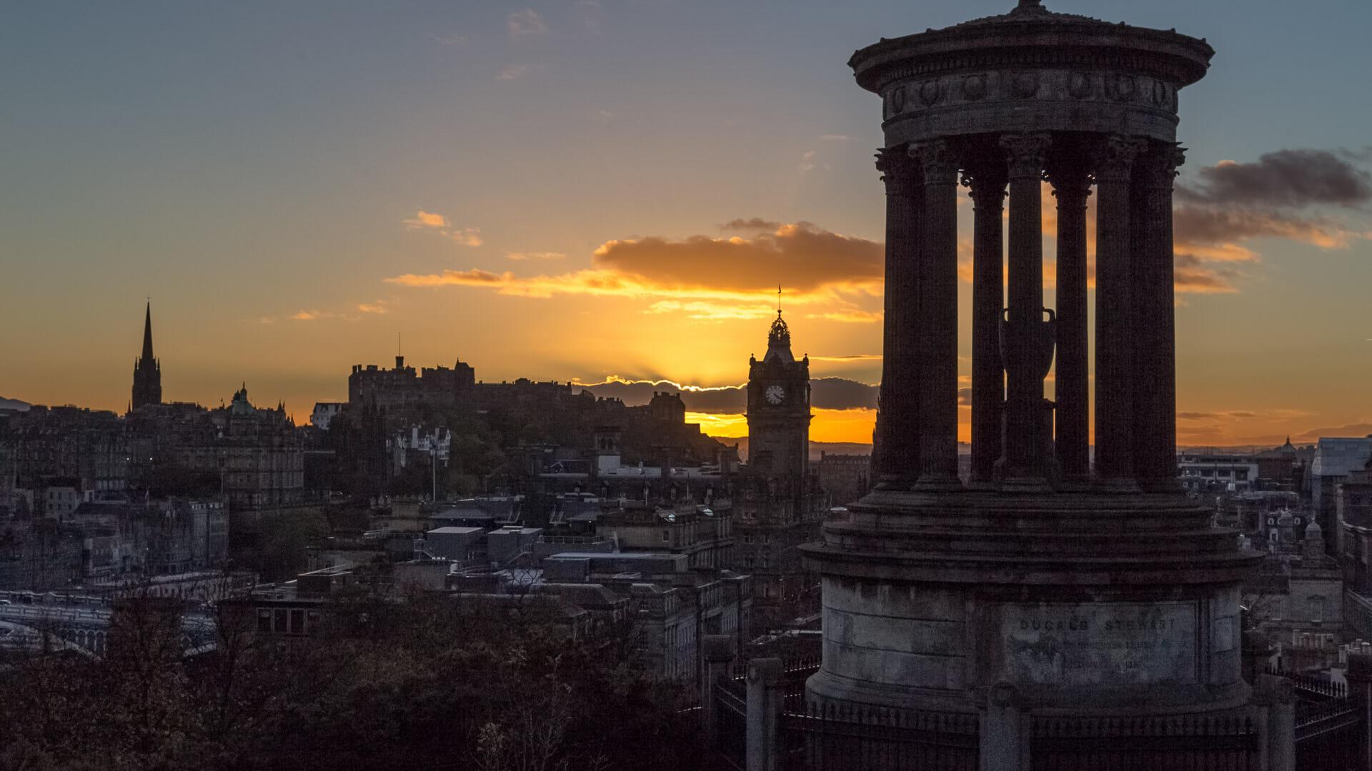 Edinburgh vom Calton Hill bei Sonnenuntergang