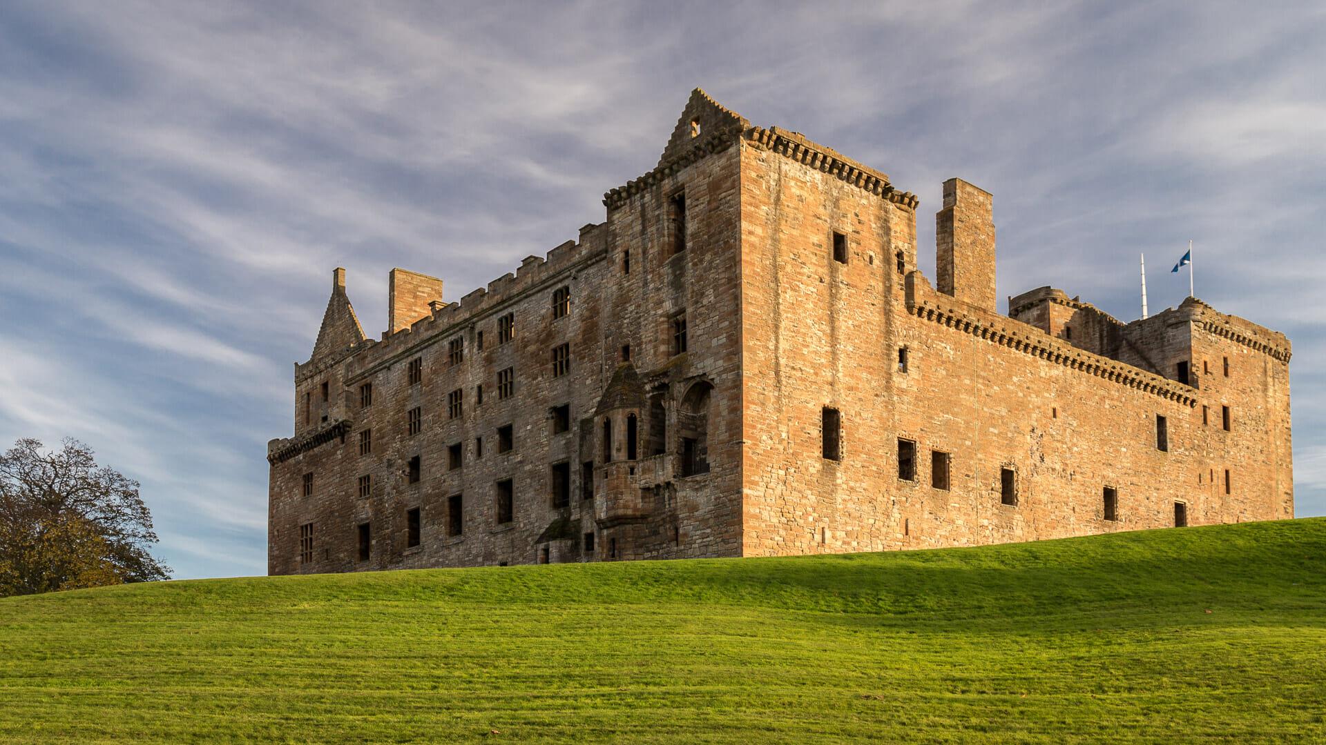 Sicht vom Loch aus auf den Linlithgow Palace