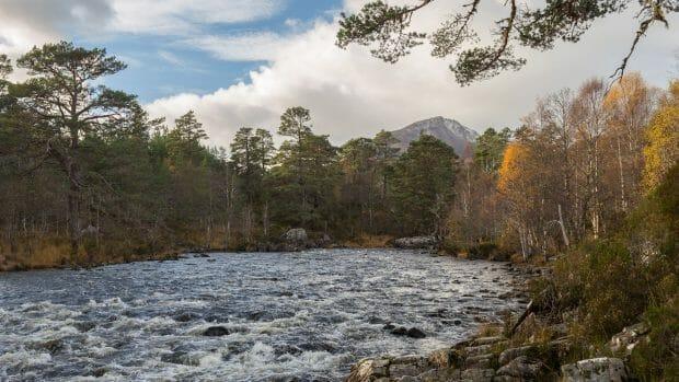 River Affric bei Loch Affric