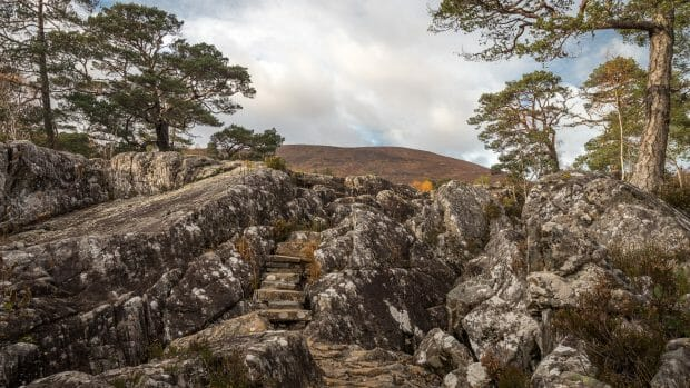 Weg durch den Fels