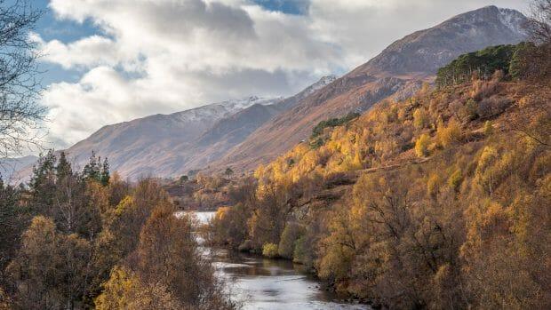 Blick ins Glen Affric zum Càrn Eige