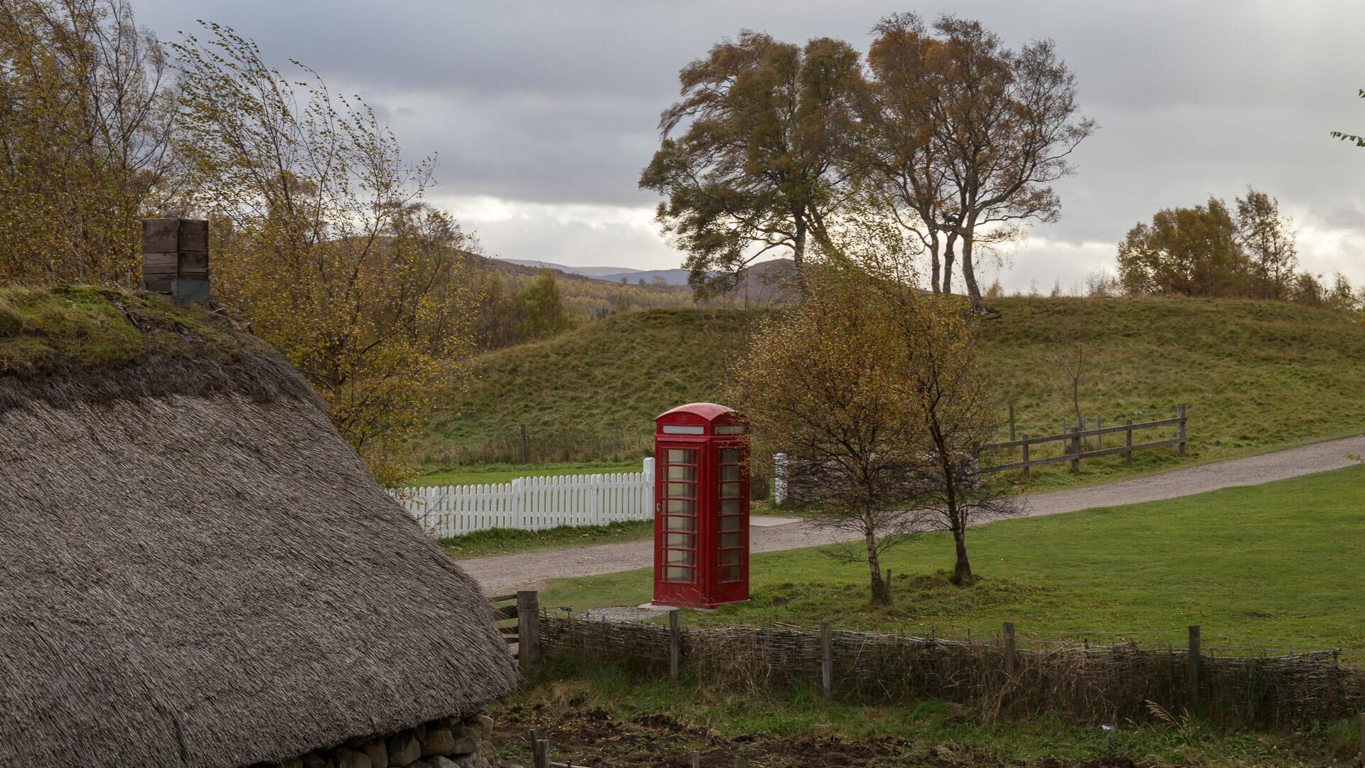 Alte Telefonzelle am Wegesrand