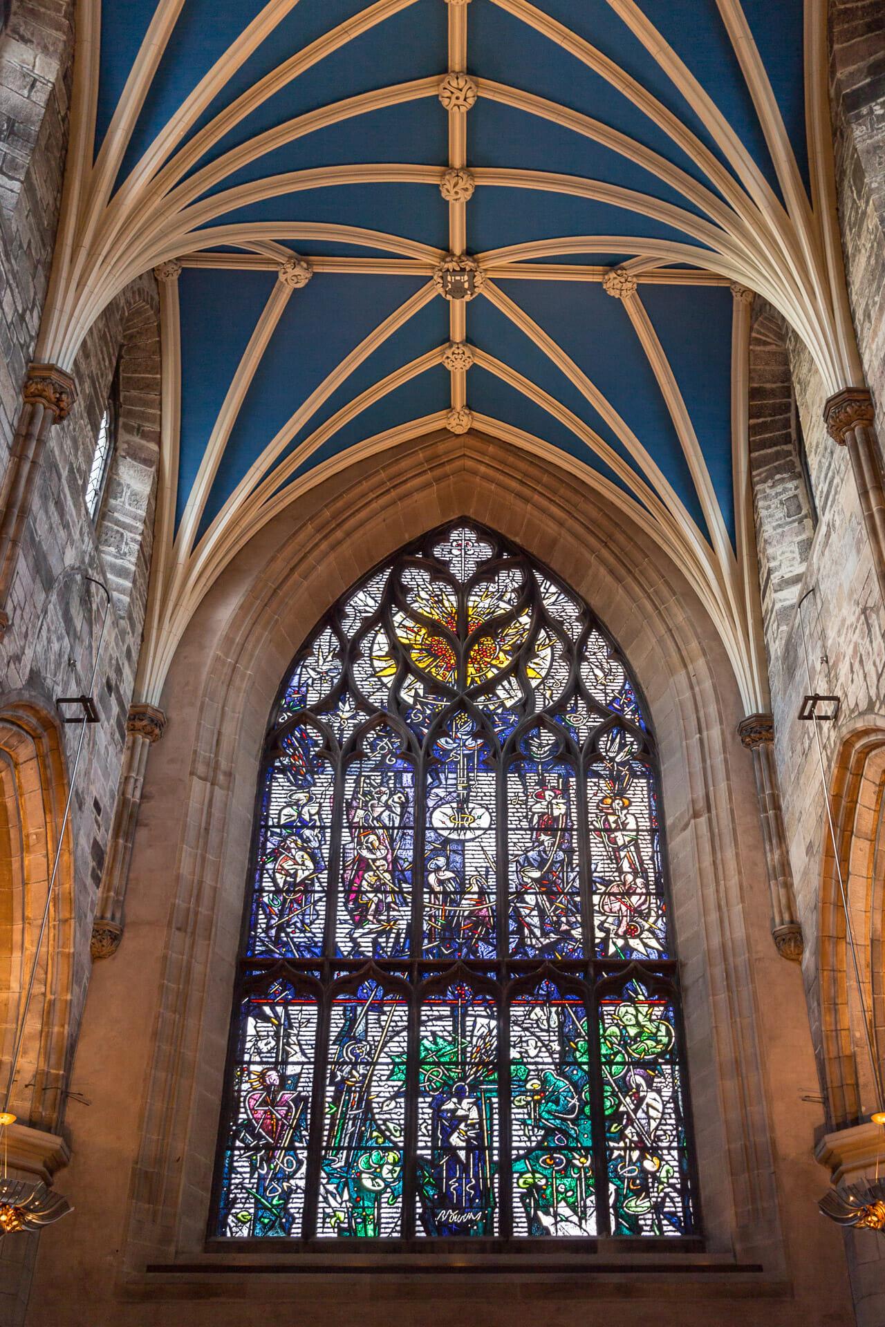 Hauptfenster über dem Eingang
