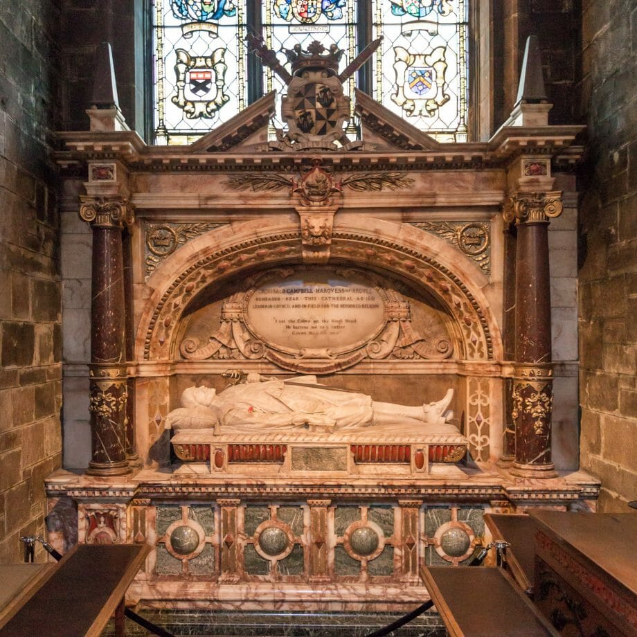 St Eloise Chapel mit Archibald Campbell-Denkmal