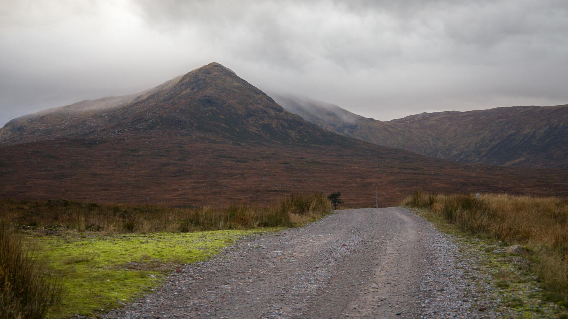 Der Weg vom Bahnhof zum Loch Ossian