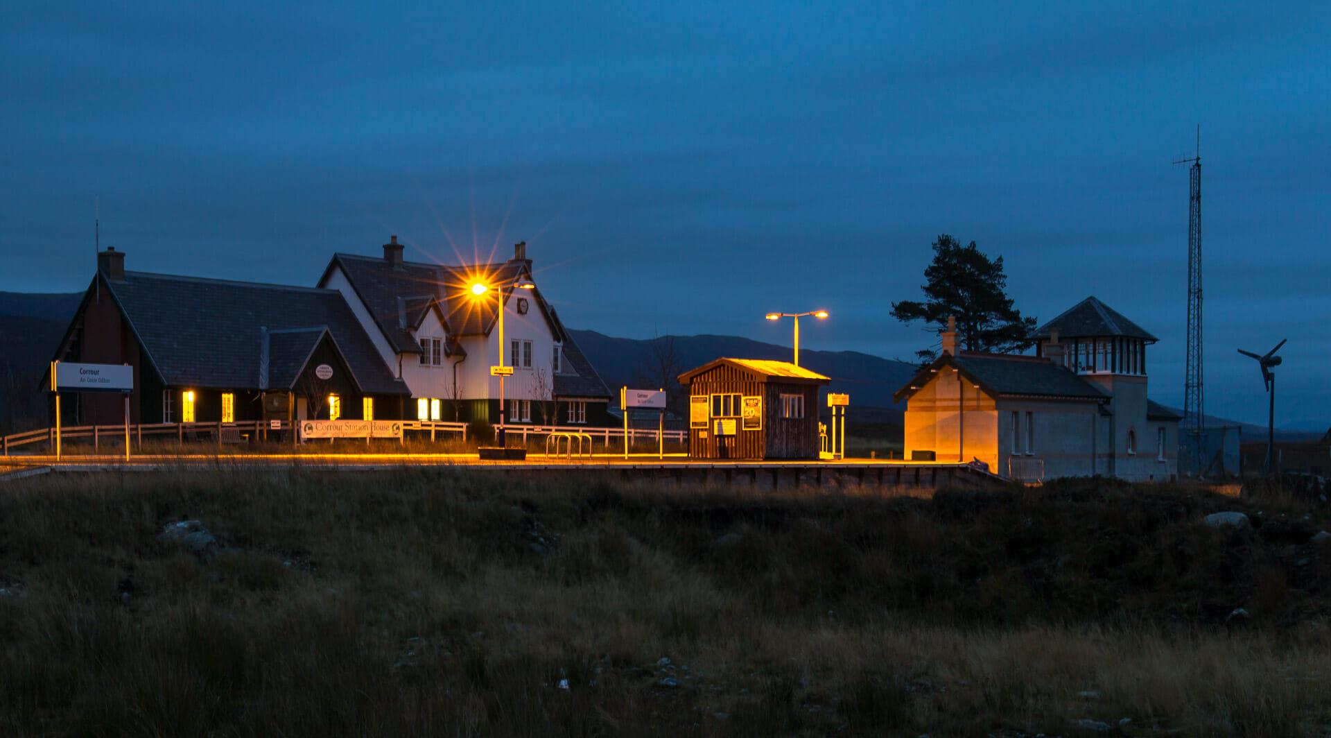Corrour Station bei Nacht