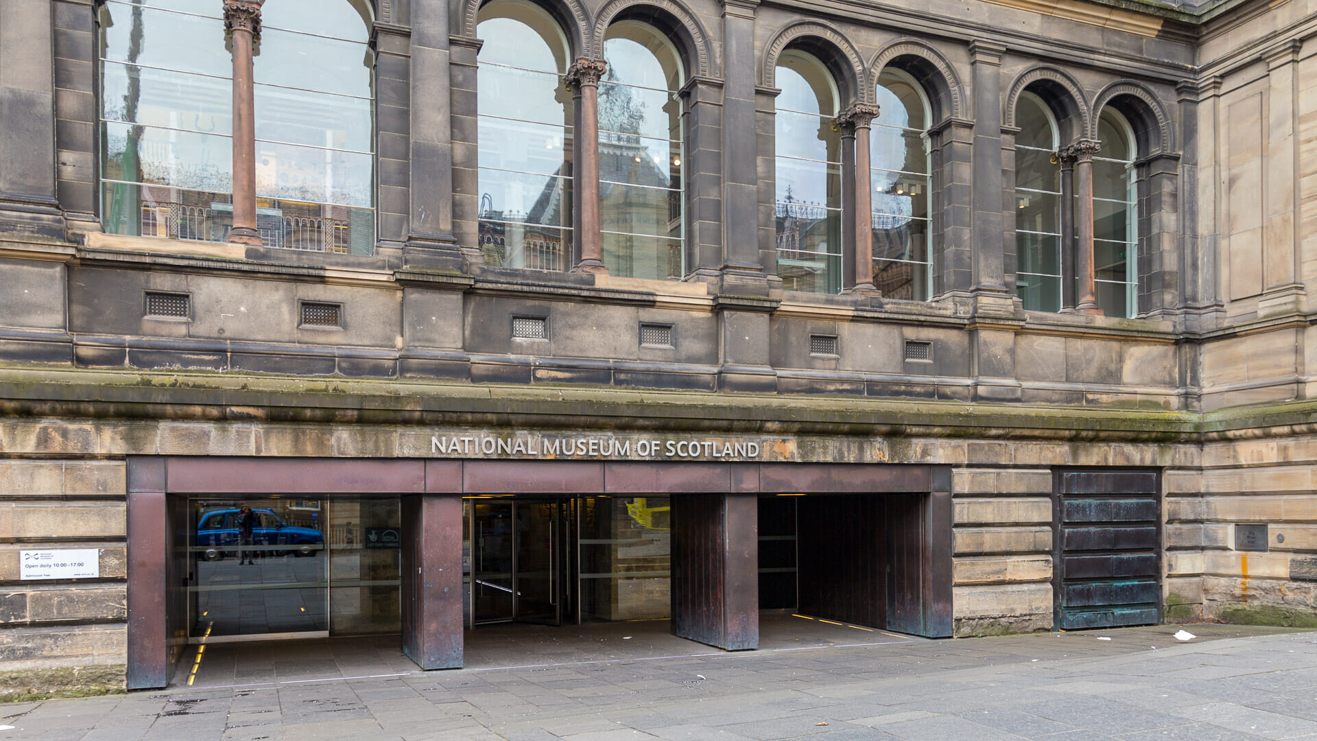Eingang des National Museum of Scotland