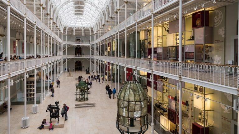 Die große Halle des Museums