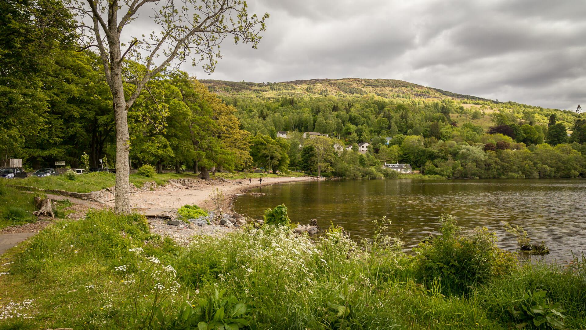 Das Ufer von Loch Tay bei Kenmore