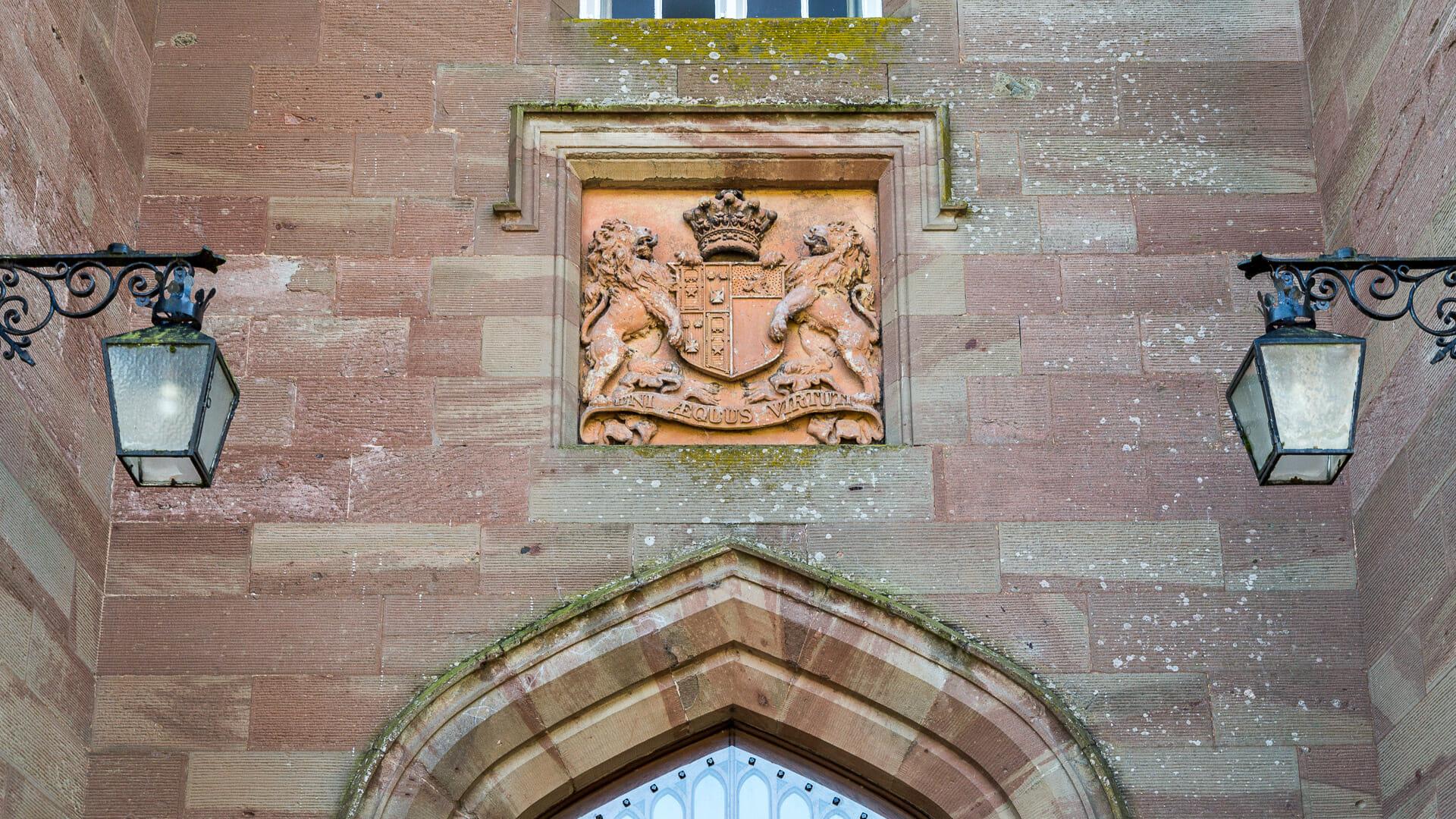 Wappen über dem Eingang