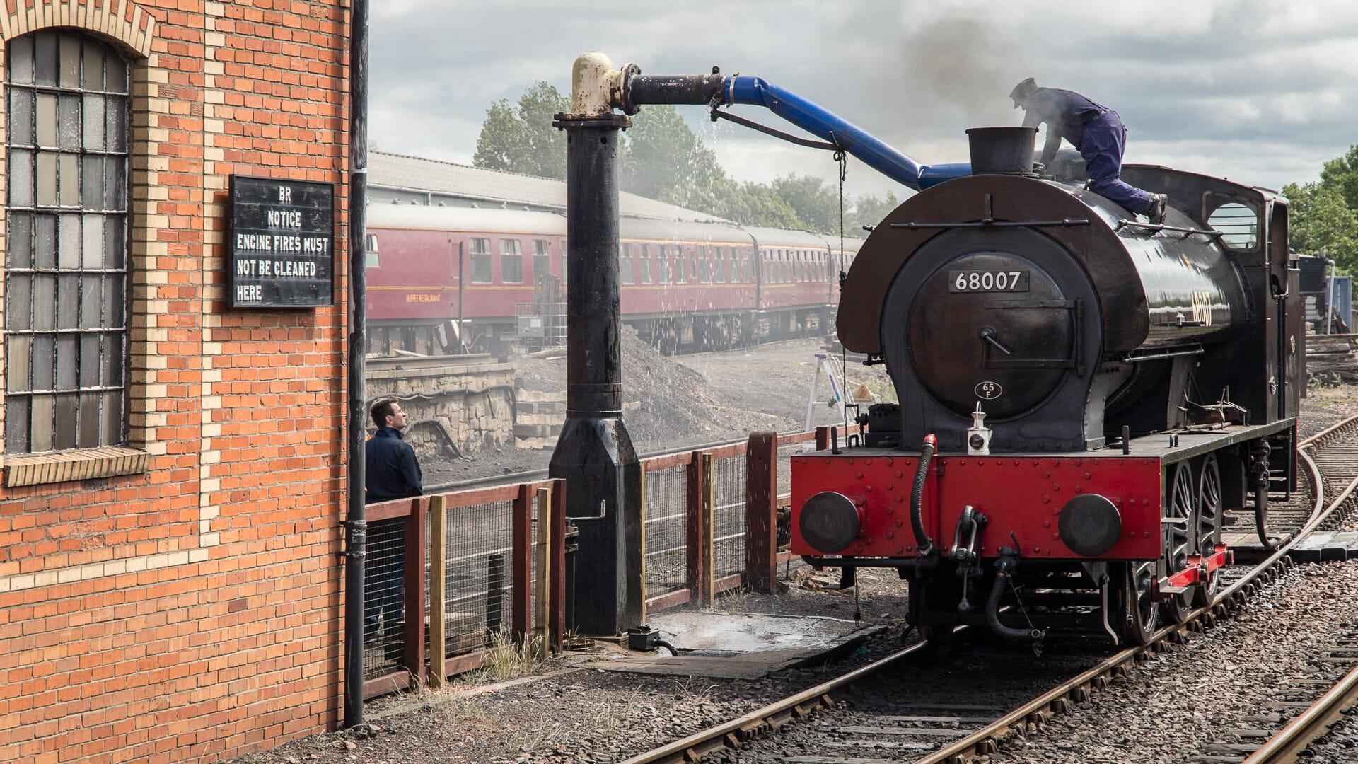 Wasser für den Kessel der Lokomotive