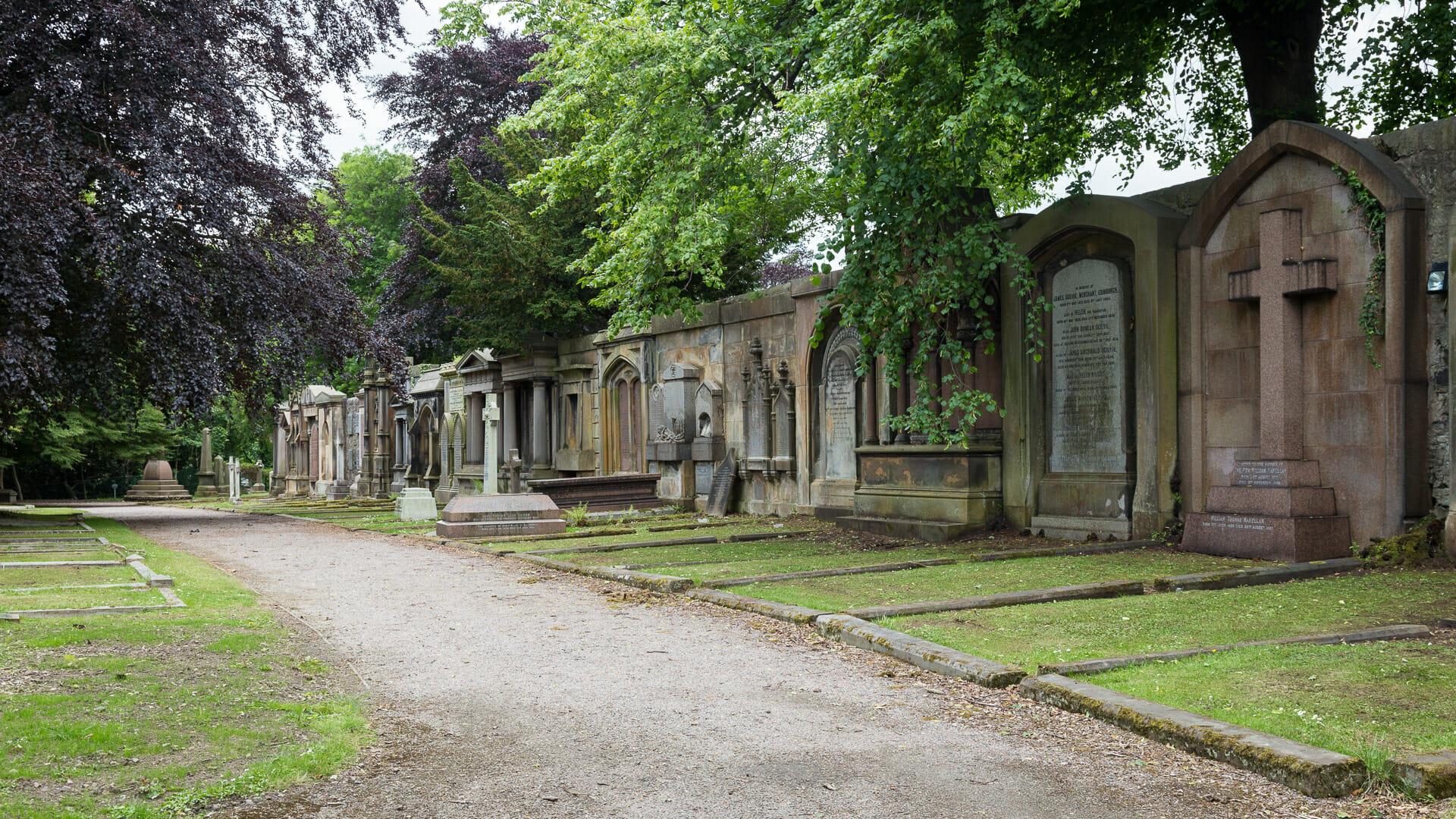 Die Friedhofsmauer