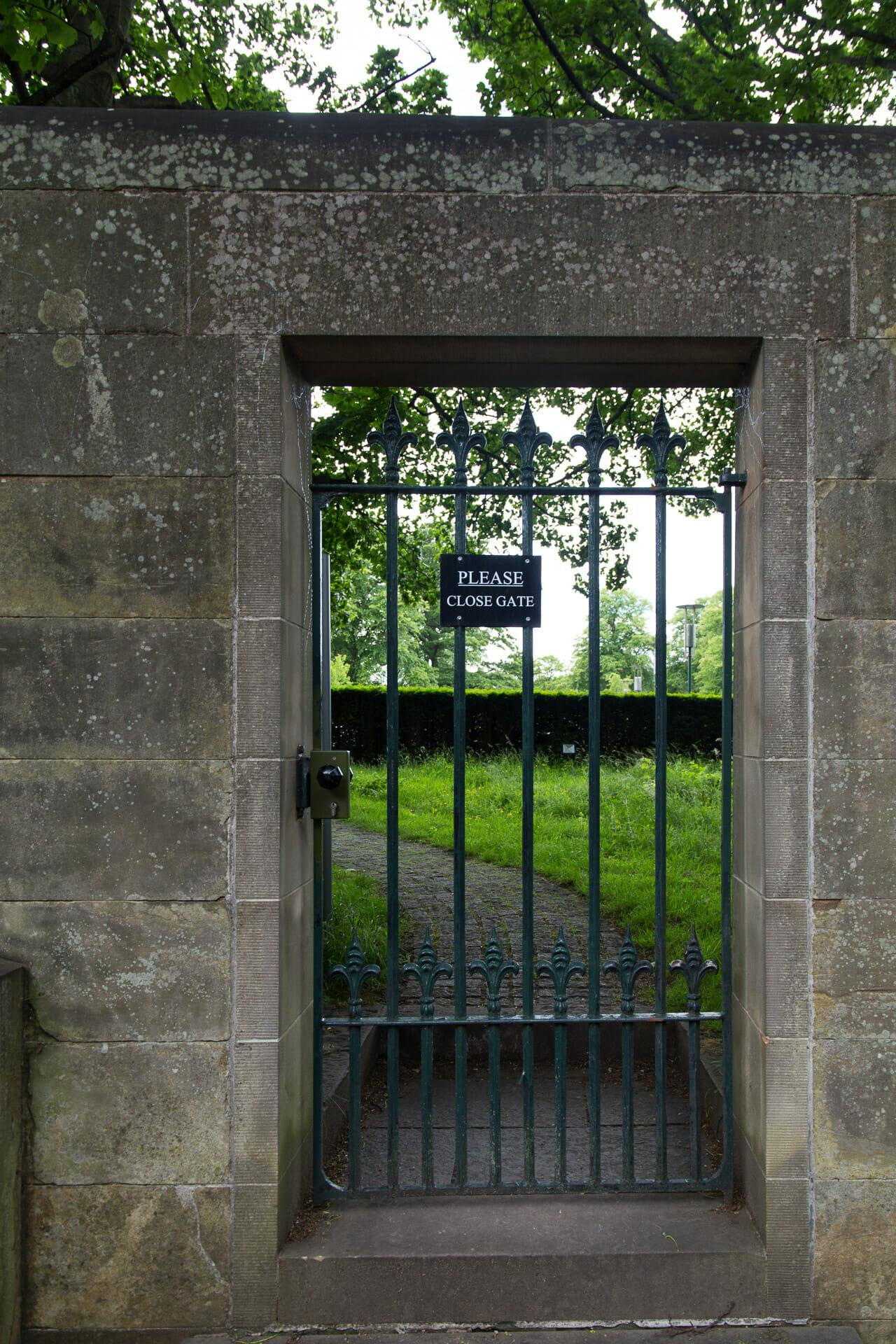 Hinterausgang des Dean Cemetery