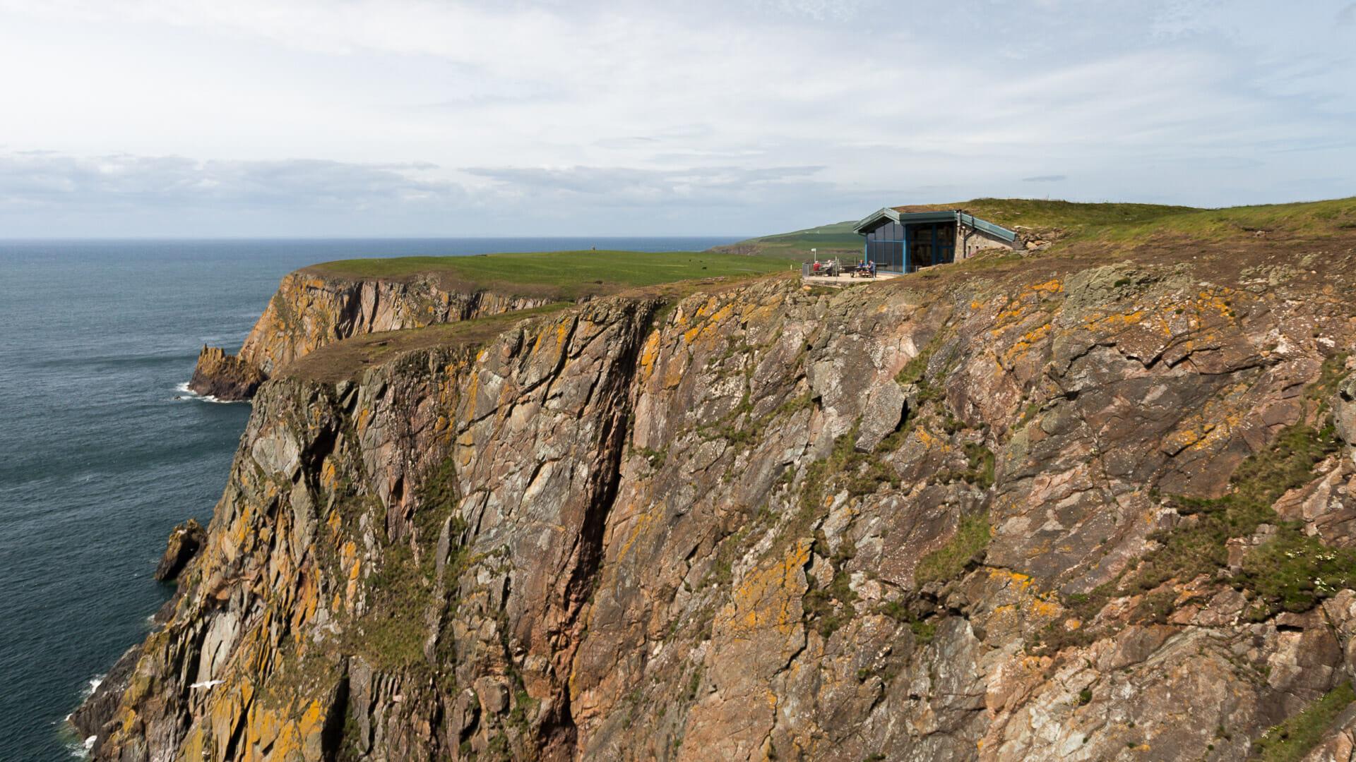 Terrasse des Visitor Centre auf dem Gallie Craig