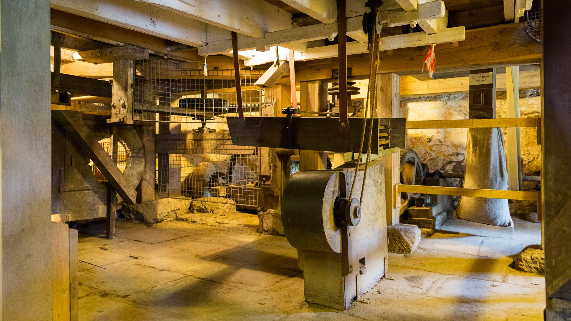 Die Mechanik im Inneren der Mühle stammen aus dem 10. oder 20. Jahrhundert