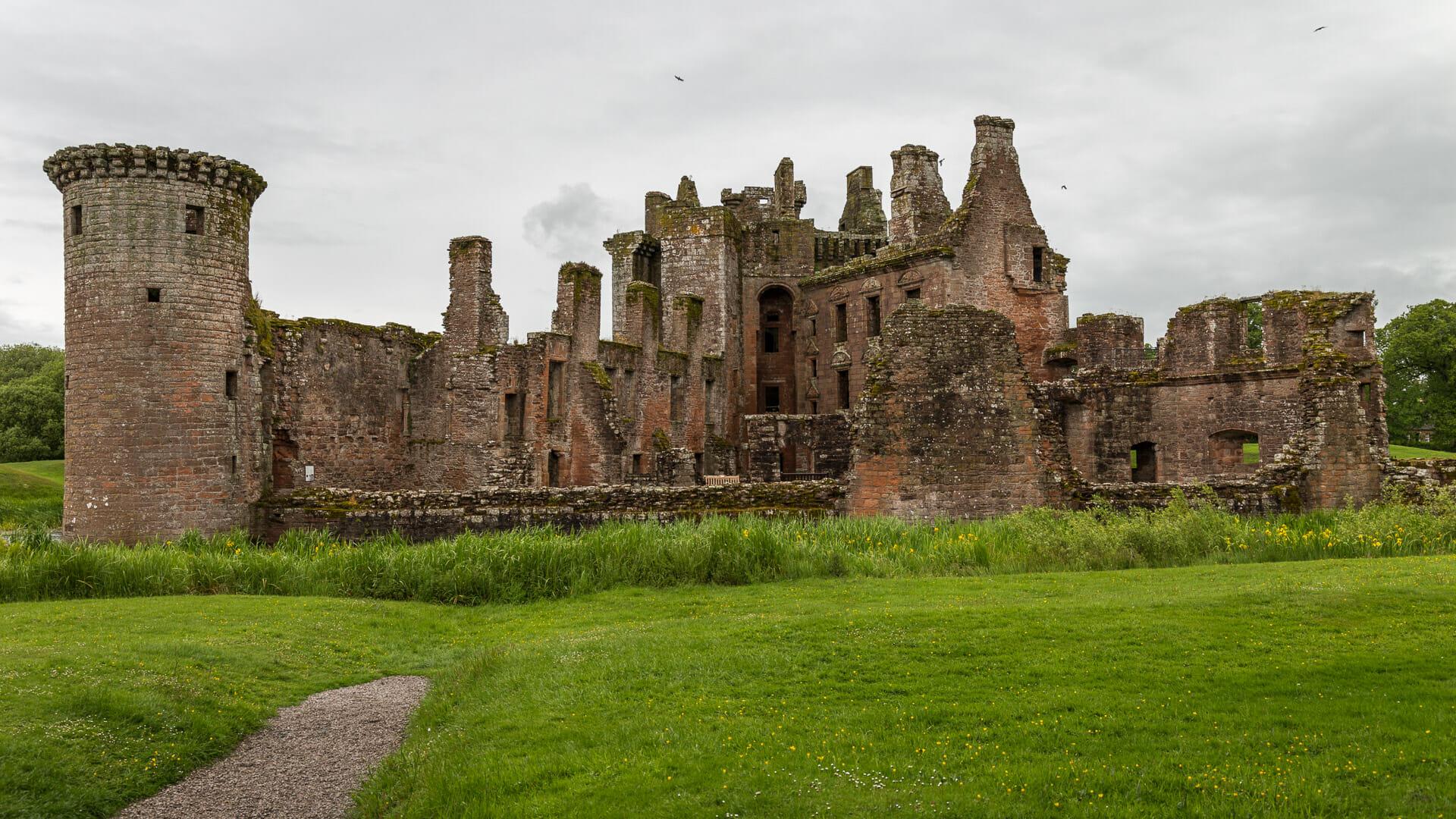 Die offene Flanke der Burg