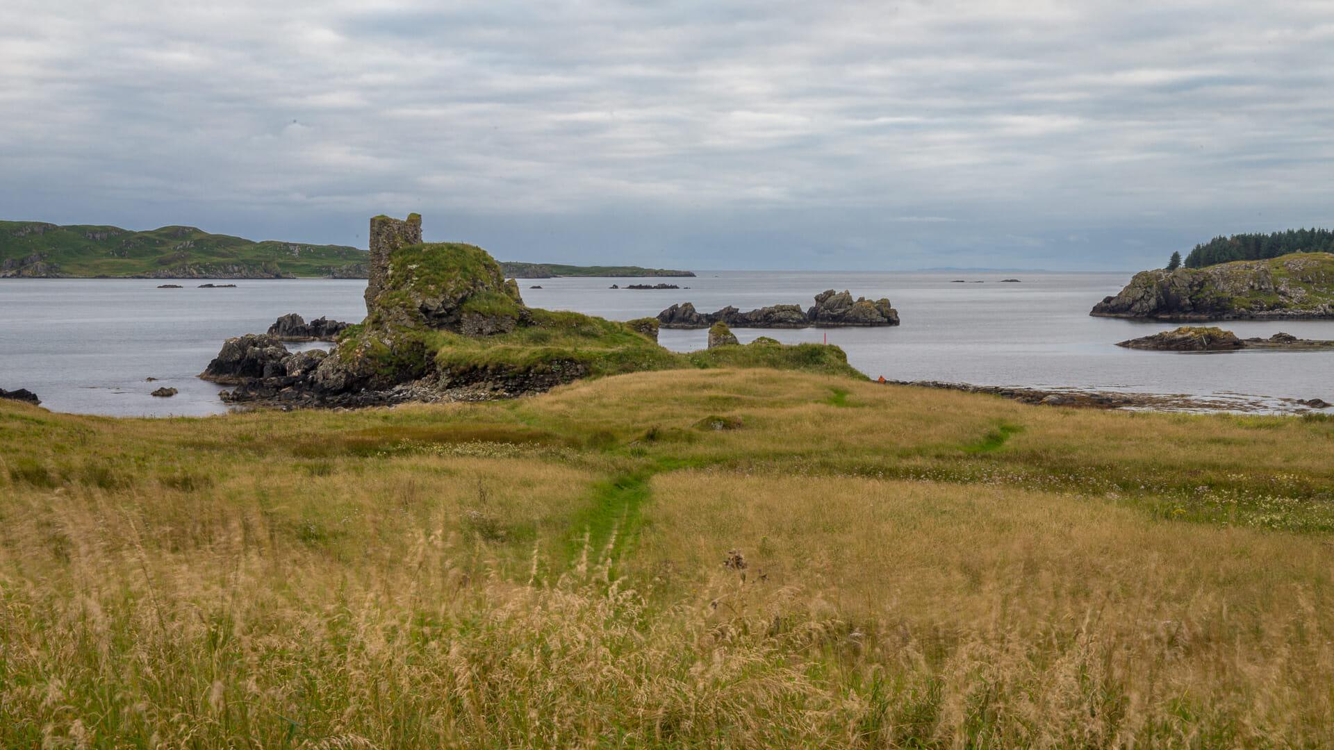 Dunyvaig Castle und die Bucht von Lagavulin