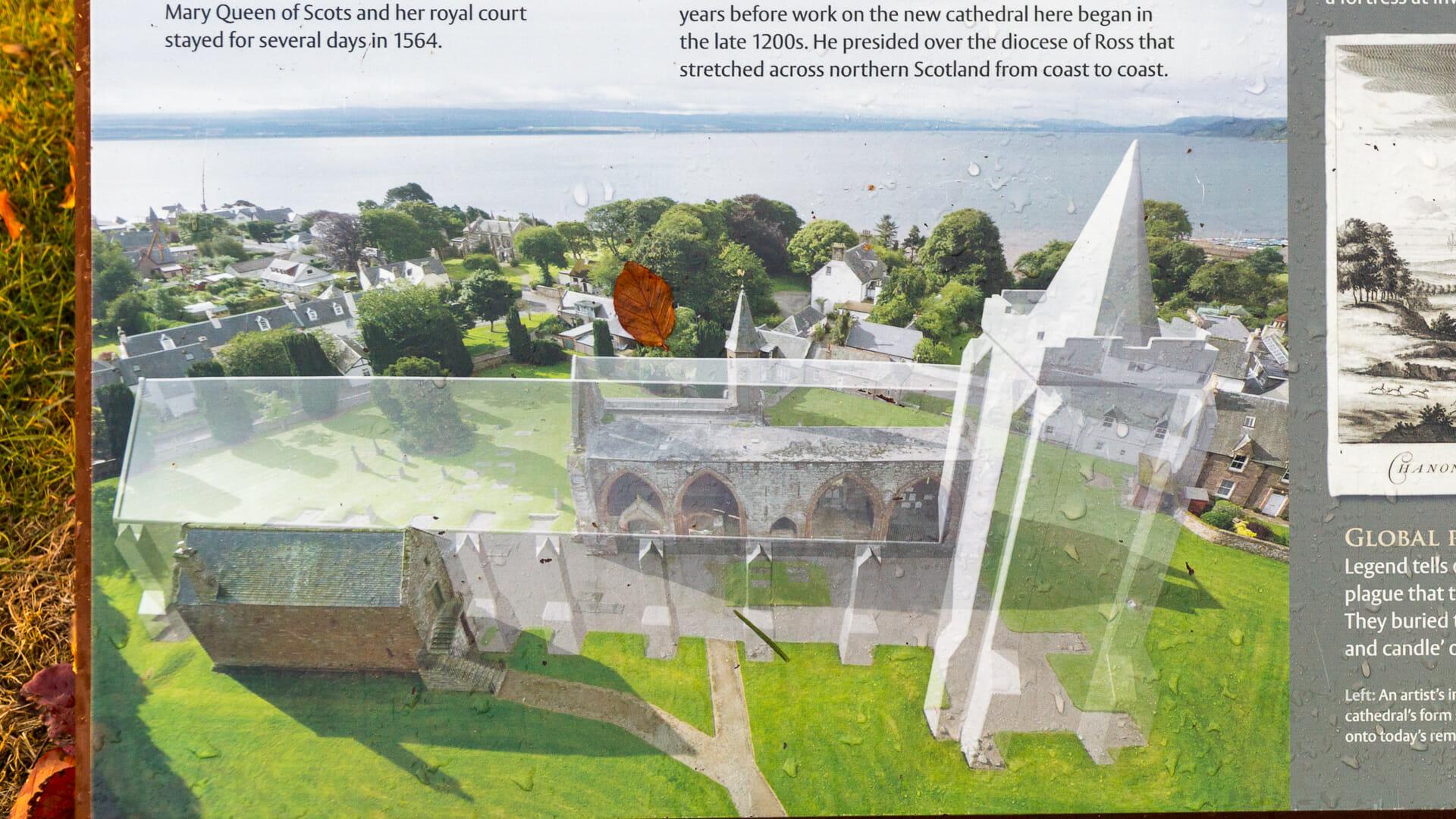 Tafel zeigt die Fortrose Cathedral in früherer Größe