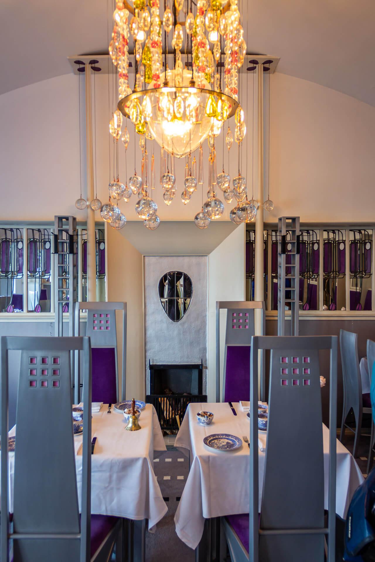 Glas-Kronleuchter im Salon Deluxe