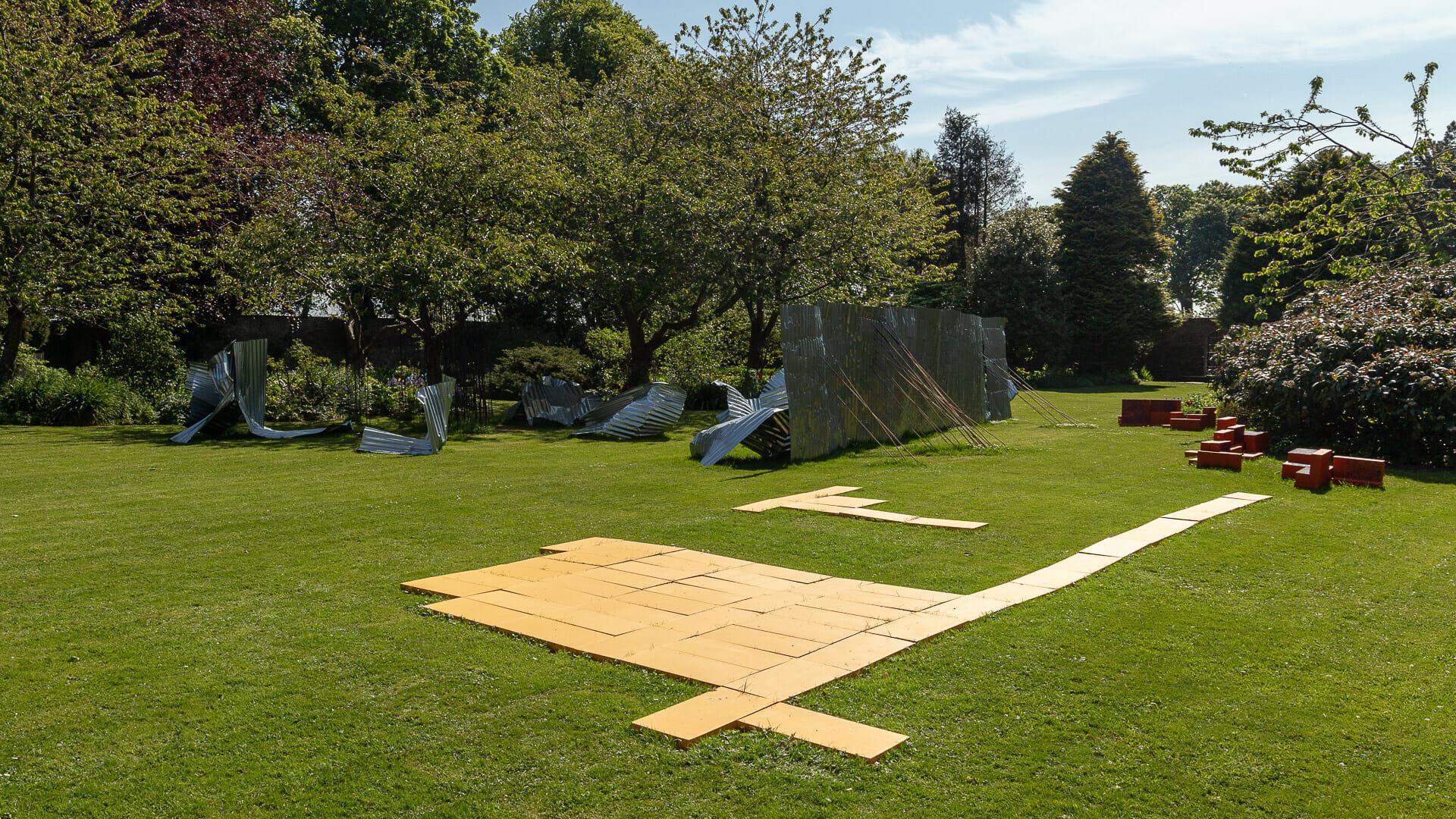 Moderne Kunst im Garten